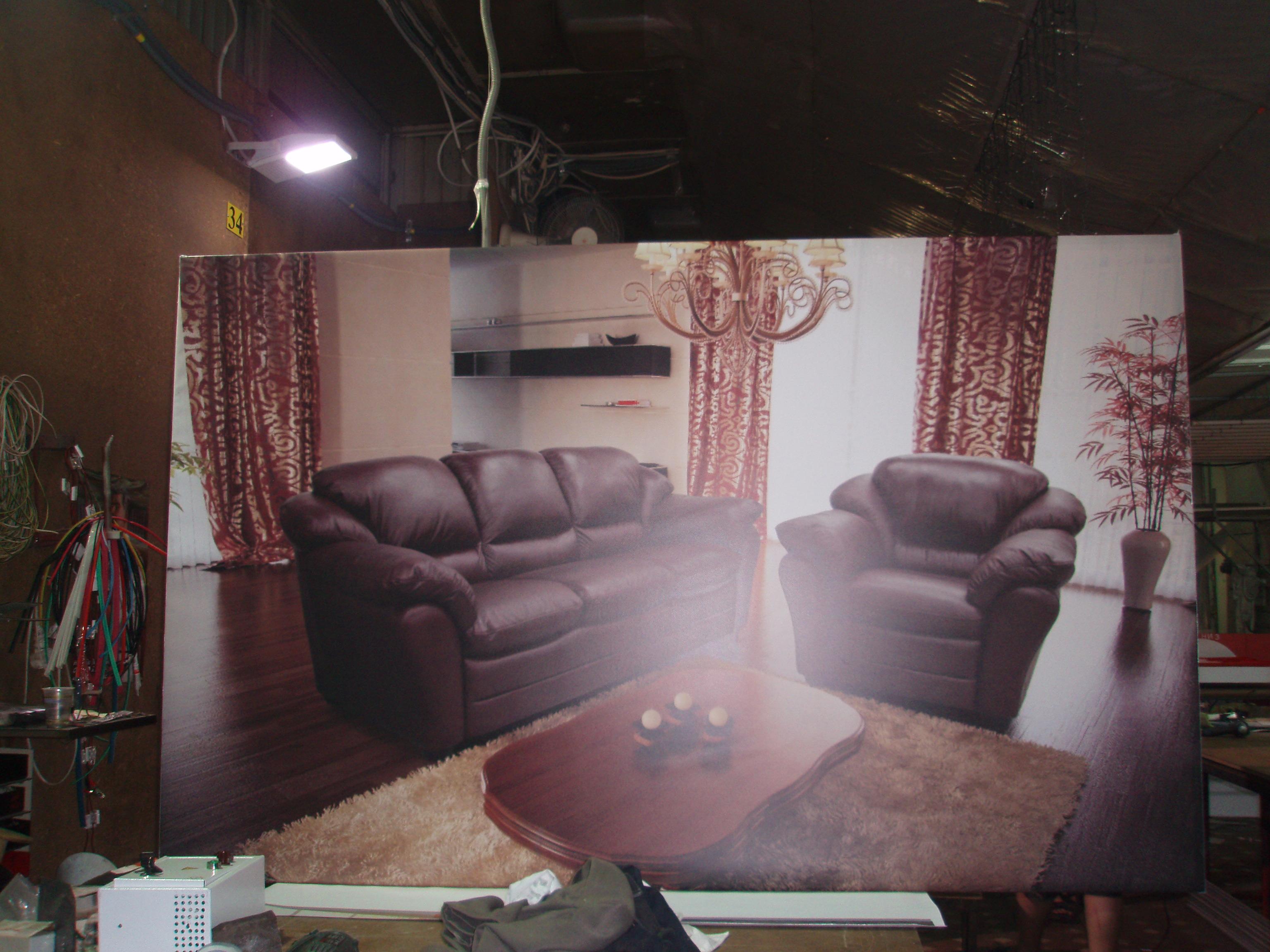 Банерный куб в мастерской стоит вверх ногами чтобы не испортить внешний вид видимой части