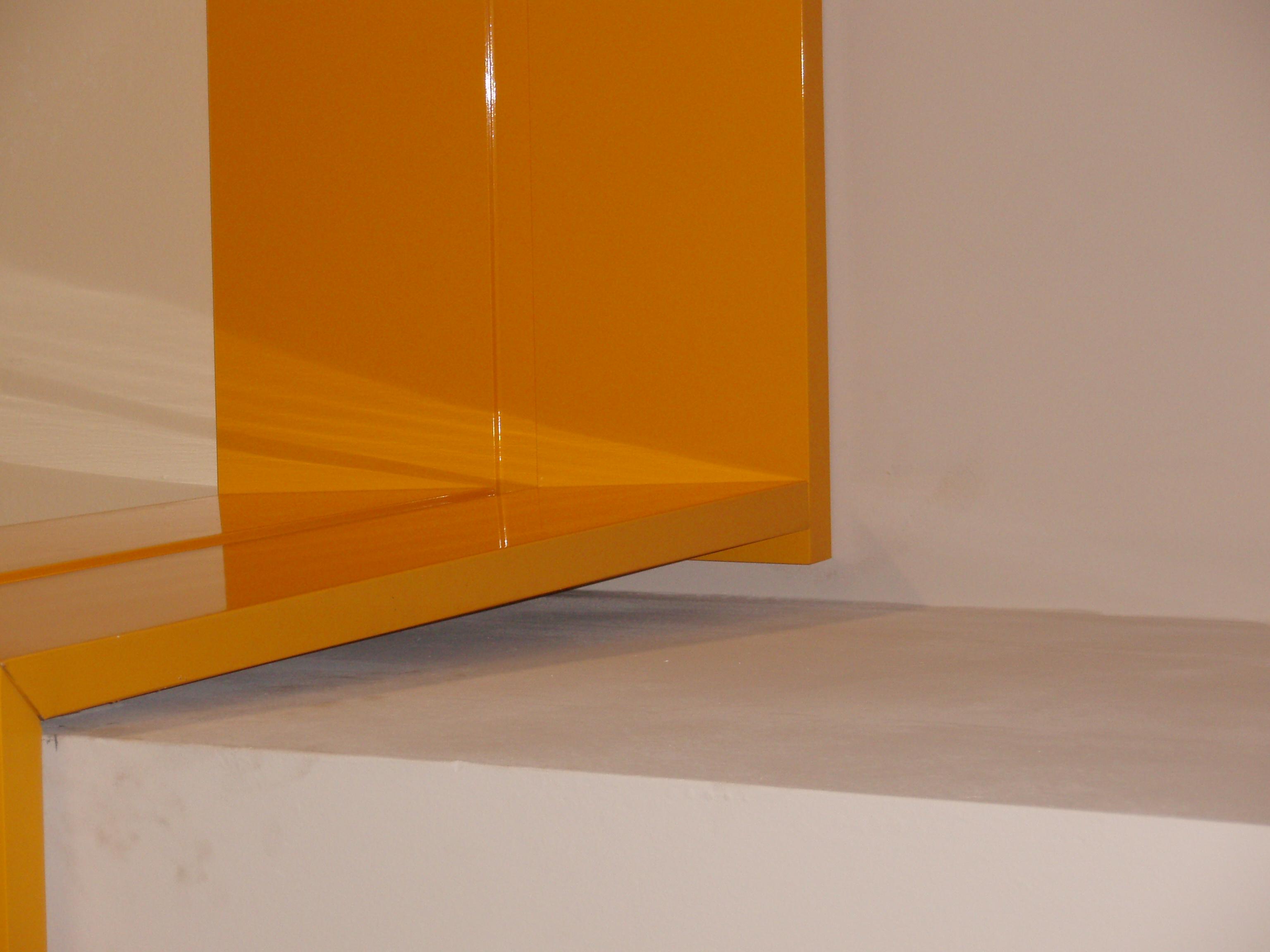 Место стыка композитных панелей крупным планом